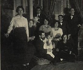 Simont entouré de sa famille