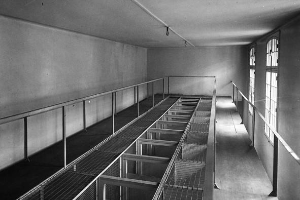 24-4-13_prison_de_Fresnes_intérieur_[...]Agence_Rol_btv1b69248079