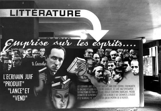 Panneau-d-exposition-Le-juif-et-la-France-organise-par-Vichy-au-Palais-Berlitz-en-1941-Bernard-Lecache-au-centre